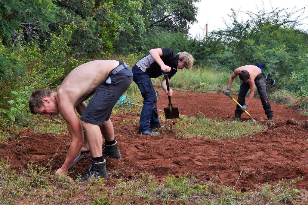Vrijwilligers in Afrika aan het werk